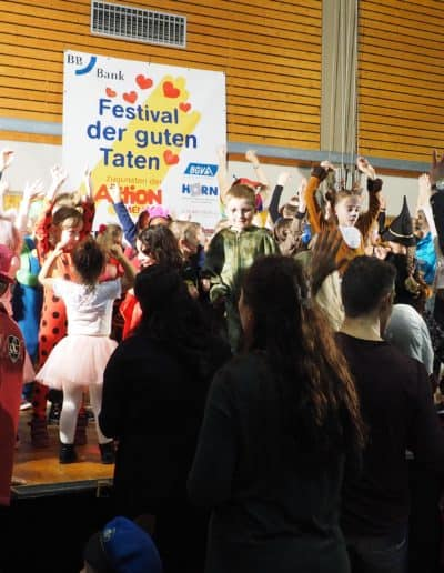 Tanzspiele beim Festival der guten Taten